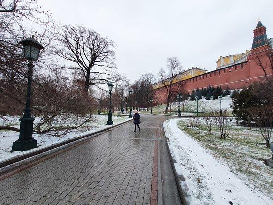 Jardins d'Alexandre et murailles du Kremlin.