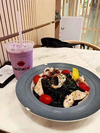 火辣鮮魷魚墨汁意粉 - $88 紫薯鮮奶 - $35