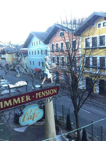 ザルツブルク近郊の町の可愛らしいカフェが営む宿