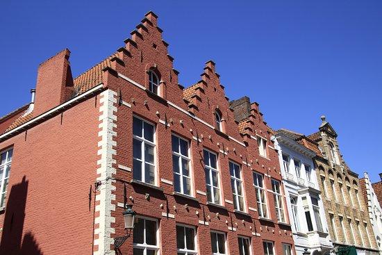 Bruggy, Belgie: Brugge, Belgium - strolling around old town.