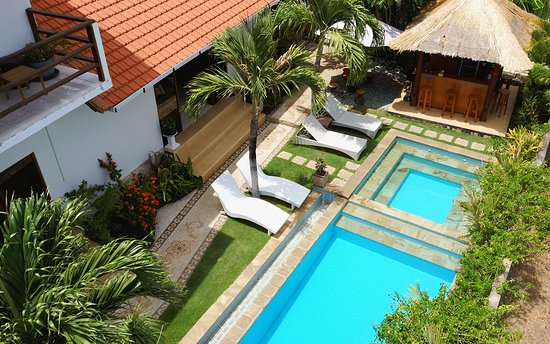 Swimming pool with pool bar