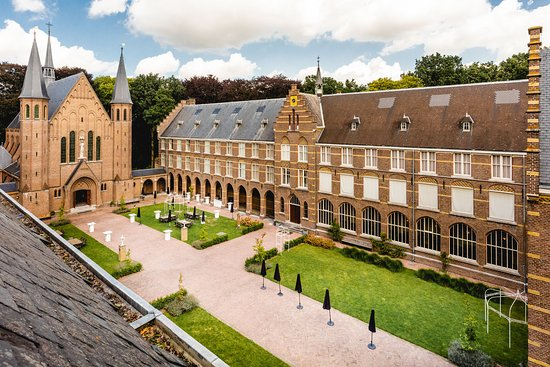 Hoeven, Nederland: De binnentuin