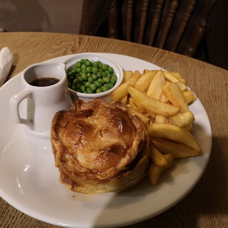 Upwey, UK: Steak pie chips and peas