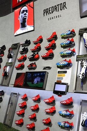 adidas Predator. futbolmania Barcelona (Ronda Sant Pau, 25)