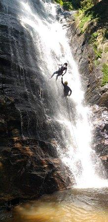 Conhecida como Cachoeira do Paredão, localizada a 10km do município de Bom Repouso, ideal para pratica de Cascading (Rapel em cachoeira), contendo 35m de altura e um poço raso, recomendo a pratica no verão, com acompanhamento do Guia Local Claudemir, conhecido como Pele
