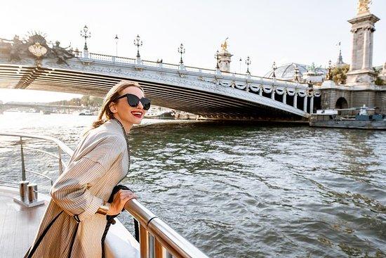塞納河遊船和埃菲爾鐵塔腳下的法國縐綢品嚐