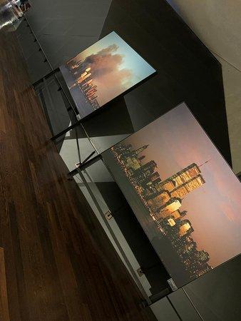 NYC 9/11 Memorial Official Tour: Foto van een paar seconden voor en na 9/11