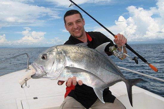 Charter di pesca di un giorno intero Airlie Beach Whitsundays