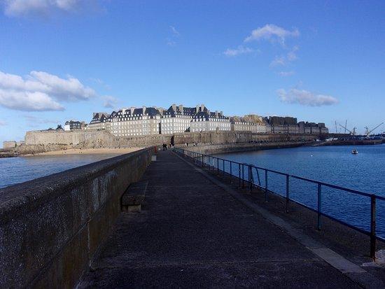 Saint-Pierre-de-Plesguen, Fransa: Saint Malo