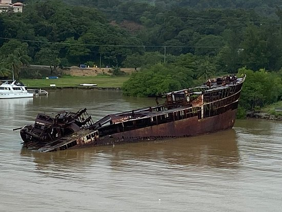Shipwreck can be seen from the Ship!