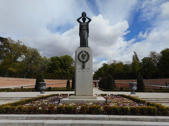 Jacinto Benavente Statue