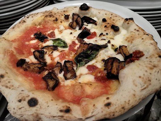 Ricetta Impasto Pizza Toscana.Pizze Veraci E Sottili In Stile Toscano Con Due Diversi Impasti Di Farine Ricercate Ingredienti Freschi