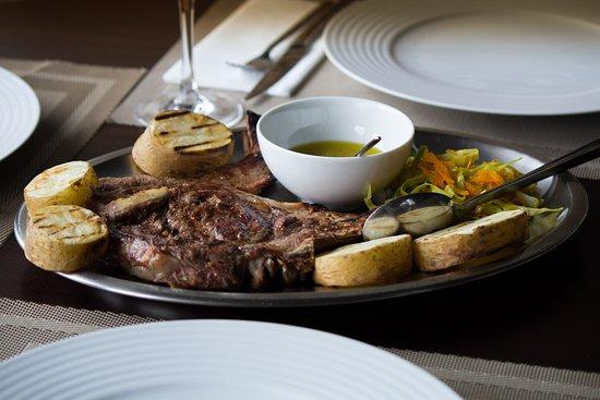 Vila Real District, โปรตุเกส: Prove as nossas diárias de vitelha grelhada ou bacalhau!