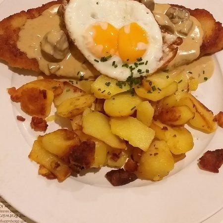 อร่อย รวดเร็ว อาหารมาเสริฟเร็วดี รสชาติ อาหารเยอรมัน มาทานหลายรอบก็ยังไม่ผิดหวัง ราคากลาง กลาง อาหารอร่อย คนเยอะ บรรยากาศก็โอเค