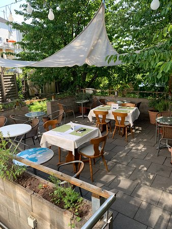 Riegelsberg, Germany: Unsere schöne Terrasse ist in sonnigen Tagen zu genießen.🌞🌞🌞