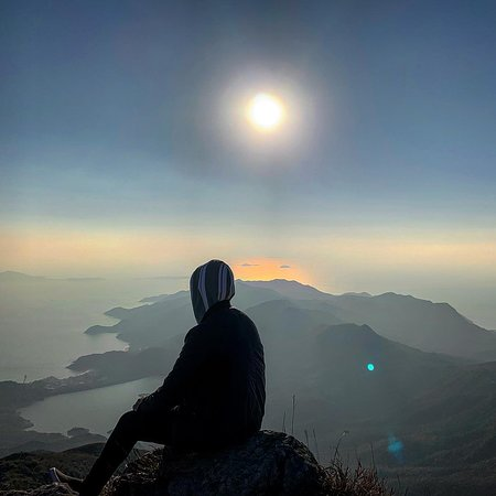 Lugu, Nantou: Lantau peak it's a best location to see the sunset in Hk