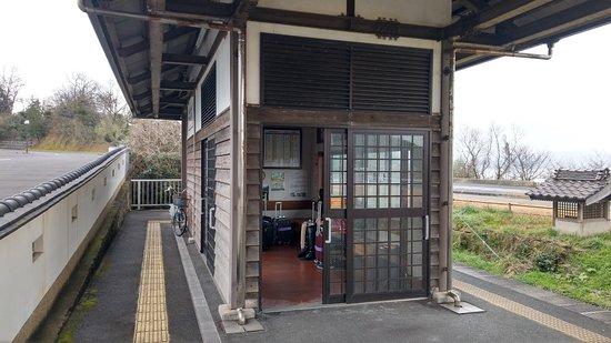 松江花鳥園車站的候車區