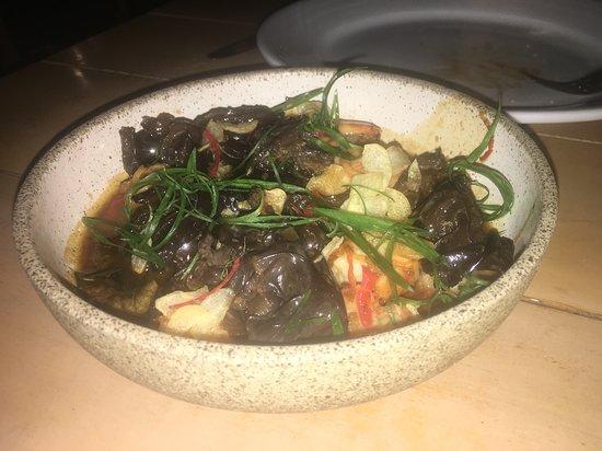 Un plato muy original con algas que estaba exquisito