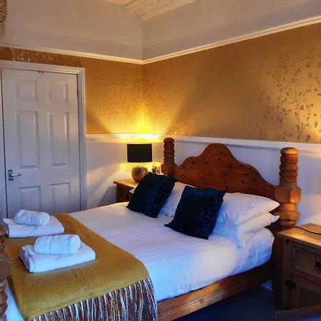 Bright, warm, cozy Room2