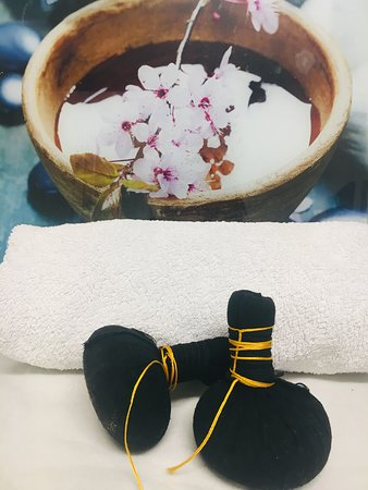 Zollikon, Suiza: *Tampons de Siam Massage - Exotic Massage, an invitation to travel while relaxing.