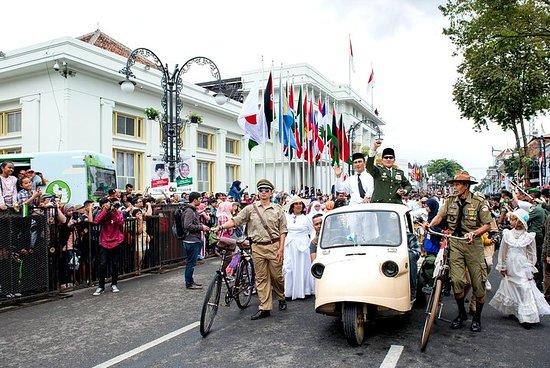 Oppdag Bandung History med...