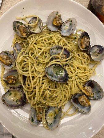 Nuestros espaguetis vongole son manjar de dioses!!!!