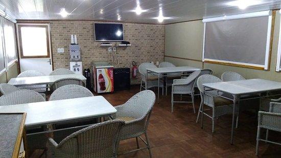 Porto Joffre: Sala de refeições  climatizada
