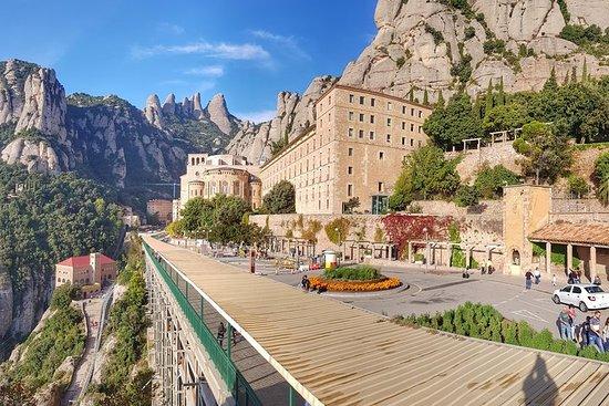 Visita al monasterio de Montserrat y caminata por la montaña.