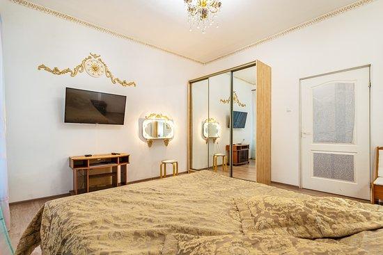 Рядом с Московским вокзалом есть квартира посуточно на 6 человек.