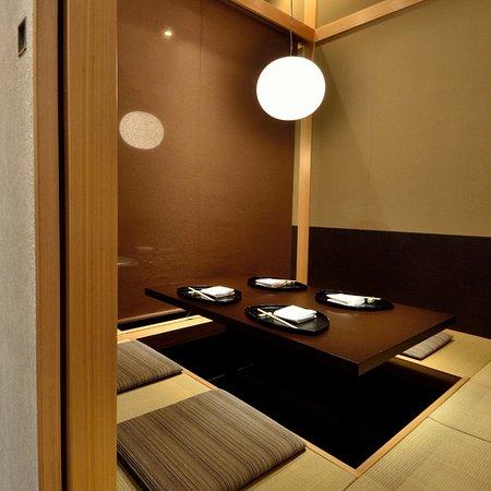 8名様用・完全個室1室(4名様用の半個室としてもご利用いただけます)