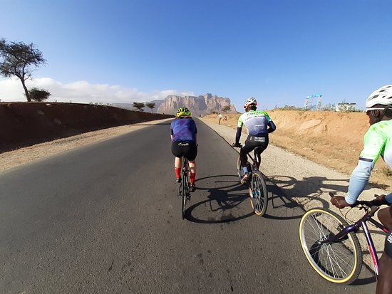 Road cycling in Ethiopia: Hitting out on a cruzy 80k, great roads