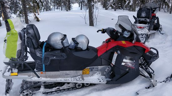 Moottorikelkkailua ja lumikenkäilyjä
