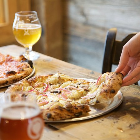 Waldoboro, ME: Wood fired pizza and farmhouse ales!