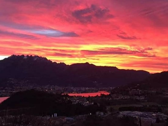 Galbiate, إيطاليا: Tramonto