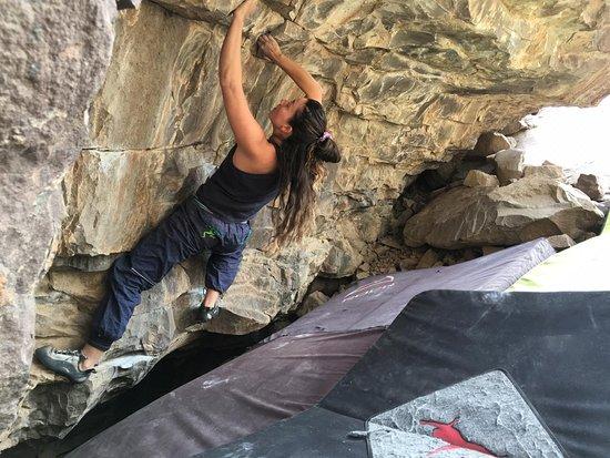 Tegualda, Чили: Acá hay un vídeo de una escaladora con nuestra ropa especial para escalada.
