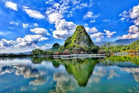 Private Tagestour von Guangzhou nach Seven Star Crag und Dinghu...