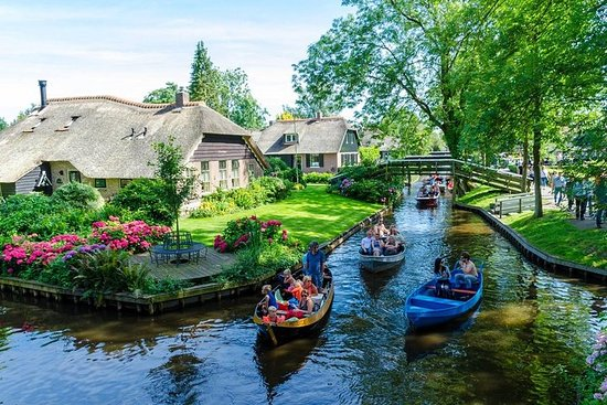 Giethoorn Private Tour from Amsterdam with Dutch Dike Sightseeing