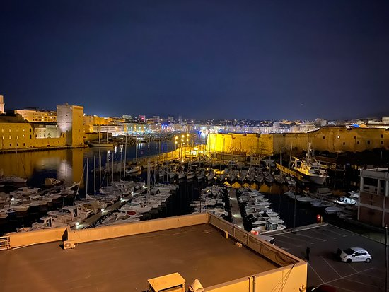 Marsella, Francia: The vieux port of Marseille view from the Bedroom of Sofitel
