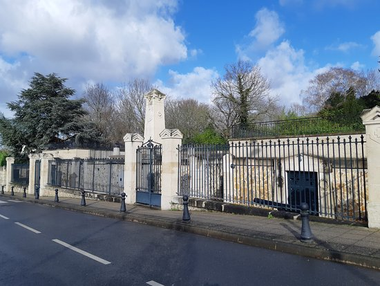 Monument commémoratif de la crypte de Champigny
