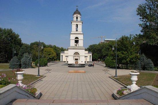 ウォーキングシティツアーキシナウモルドバ
