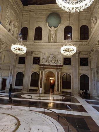 Prachtige binnenkomst Koninklijk Paleis