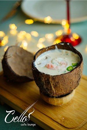 Суп экзотический в кокосе (сливочный суп с креветкой)/ Ekzotik kokos supu (qaymaq,krevet)/ Exotic soup in coconut (cream soup with shrimp)
