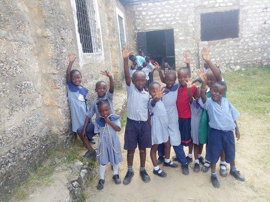 Likoni, Кения: Volunteer with us