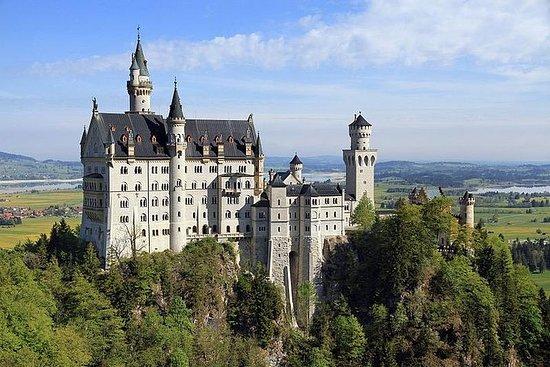 ノイシュヴァンシュタイン城への1日ツアー。馬車...