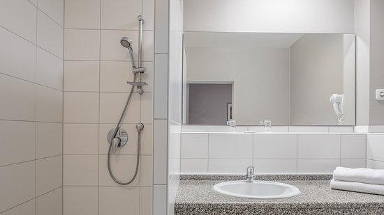 Dusche im Standard Doppelzimmer