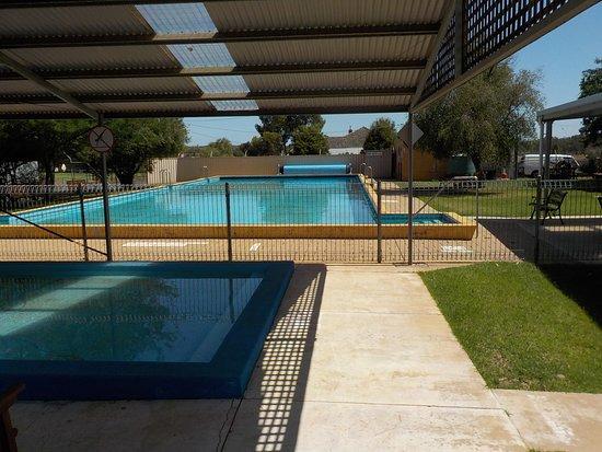 Talbot, Австралия: swimming pool across the road