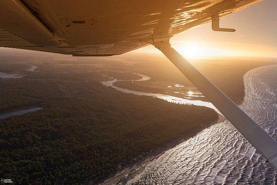 Vôo de avião sobre Riga ou Letônia