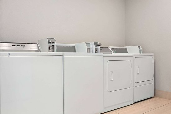 La Quinta Inn & Suites by Wyndham Fresno Northwest: Laundry