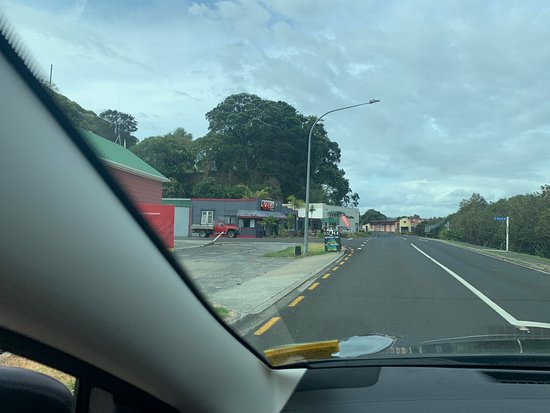 Kohukohu, Новая Зеландия: Arriving in town