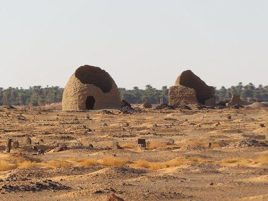 Dongola, Sudan: tombs